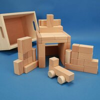 Holzbausteine-Set aus 50 Bauklötzen in der Buchekiste mit Auto