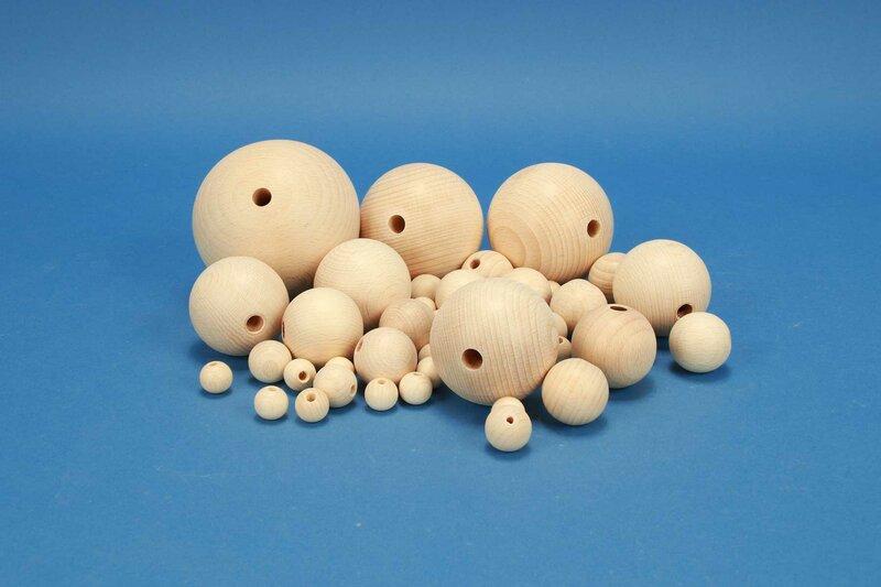 Basteln mit Holzkugeln mit Bohrung