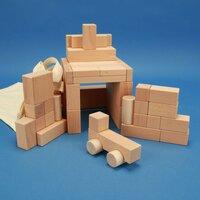 Holzbausteine-Sortiment aus 50 ausgesuchten Bauklötzen mit Auto