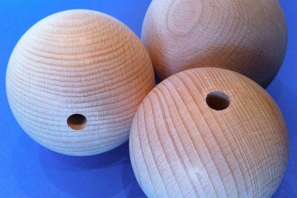 Sphères en bois Ø 80mm demi percés 10mm