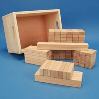 Set aus 100 flachen Bauklötzen Grundmaß 3 x 1,5 cm in der Buchenkiste