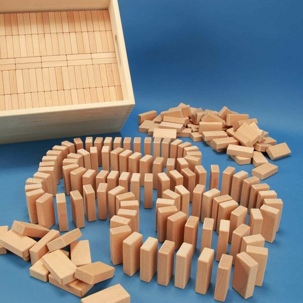 584 Domino-Set in large beechwood box with laserengraving