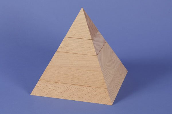 large square base pyramid 18 x 18 x 18 cm
