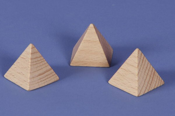 Pyramid van beukenhout 3 x 3 x 3 cm