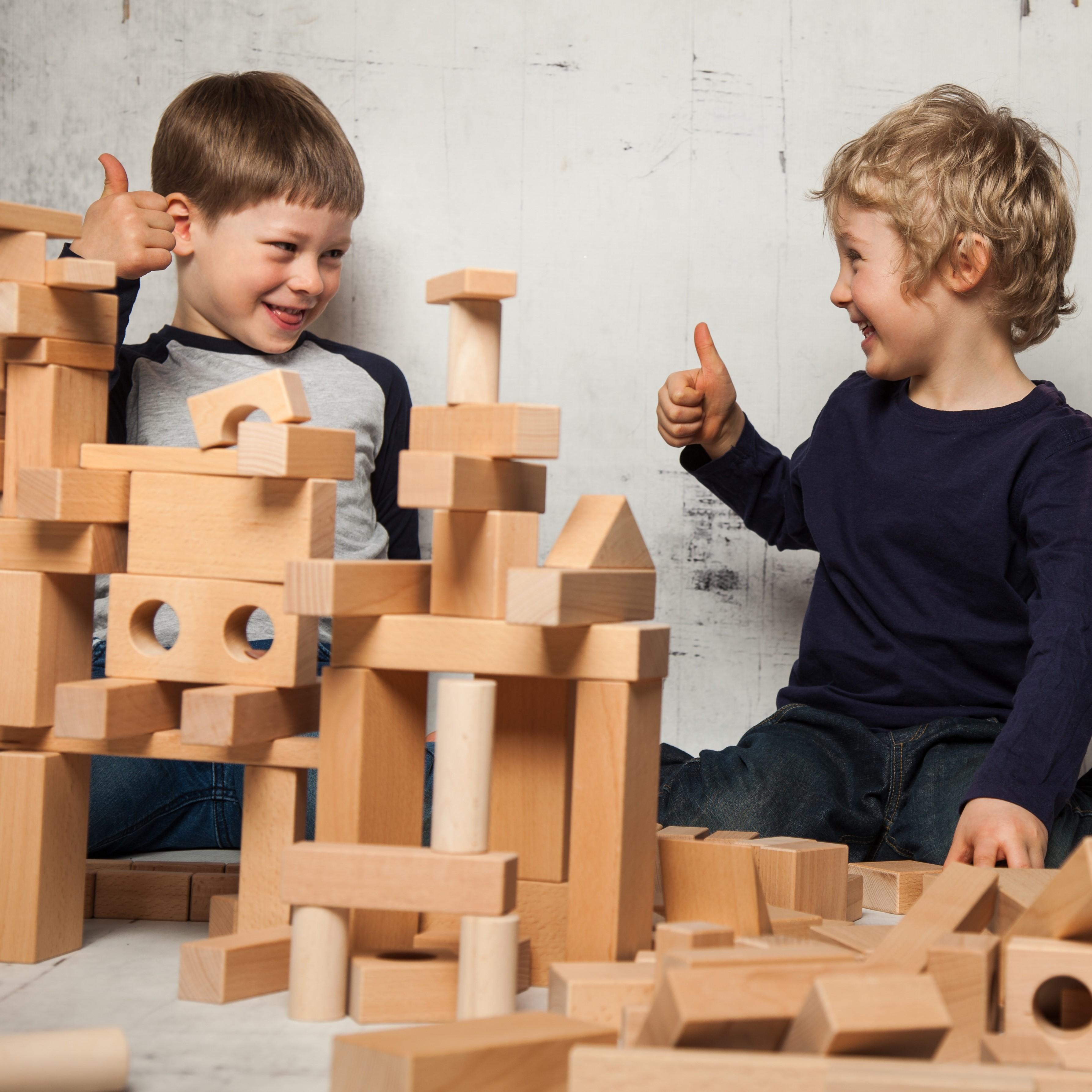 Holzbausteine-Sets für fortgeschrittene Baumeister