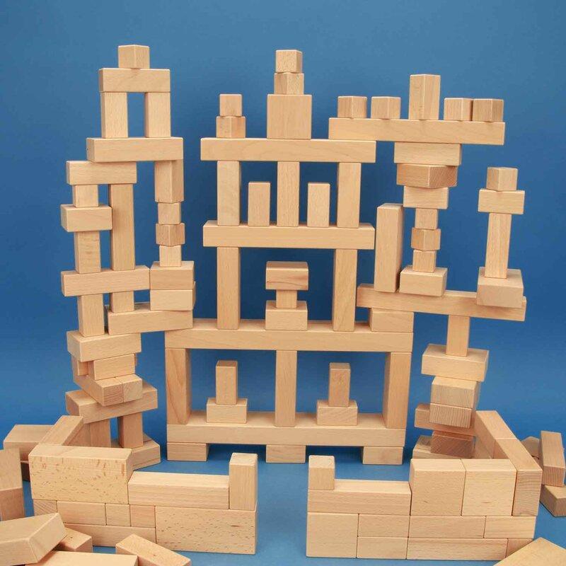 Unsere Empfehlung: Sortiment aus 140 großen und kleinen Holzbauklötzen