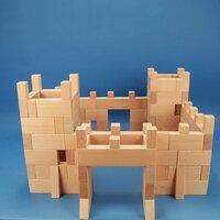Ritterburg aus 170 Holzbausteinen