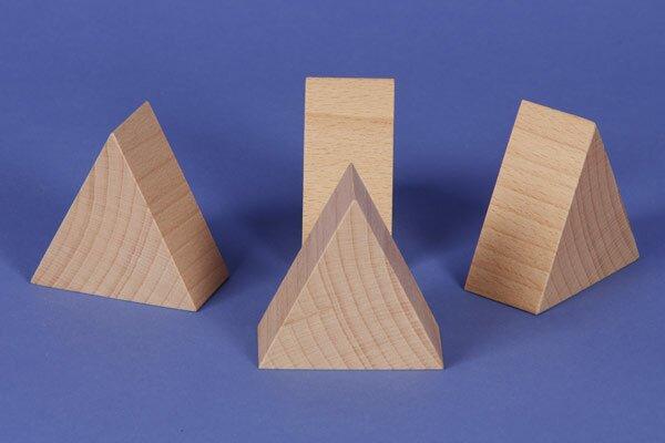 houten columns driehoekig 6 x 6 x 3 cm gelijkbenige