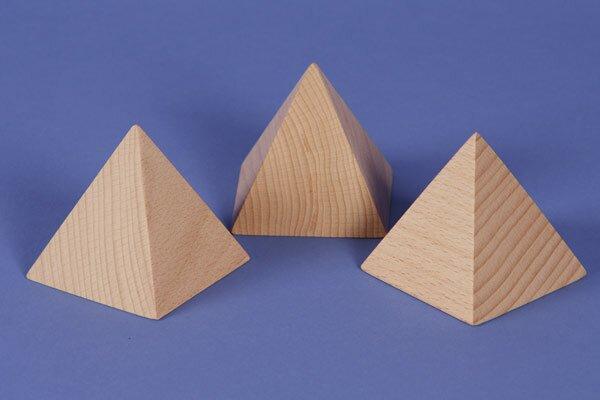 Pyramide en hêtre 6 x 6 x 8 cm